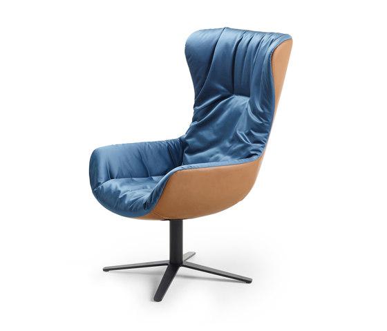 Leya | Cocktail Wingback Chair mit Fußkreuz von Freifrau Sitzmöbelmanufaktur | Sessel