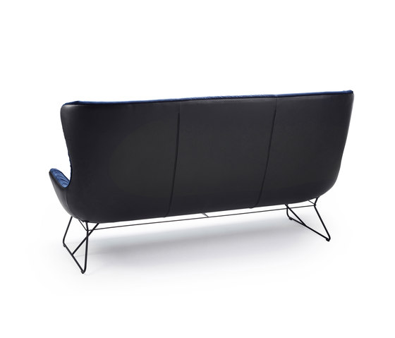 Leya | Wingback Couch von Freifrau Sitzmöbelmanufaktur | Sofas