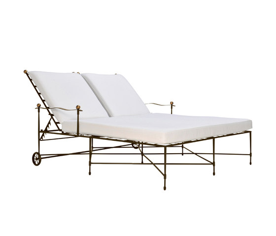 AMALFI DOUBLE CHAISE LOUNGE WITH ARMS di JANUS et Cie | Lettini giardino