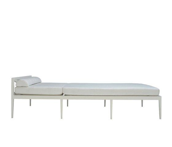AZIMUTH CROSS CHAISE LOUNGE by JANUS et Cie | Sun loungers