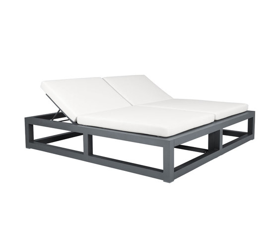 DUO BACKLESS DAYBED SQUARE by JANUS et Cie | Sun loungers