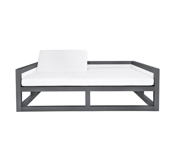 DUO ENCLOSED DAYBED SQUARE by JANUS et Cie | Sun loungers