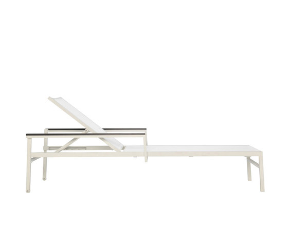 DUO MESH CHAISE LOUNGE WITH ARMS by JANUS et Cie | Sun loungers