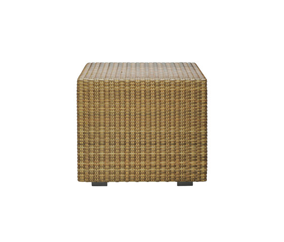 SEE! RATTAN CLOSED CUBE SIDE TABLE 48 di JANUS et Cie | Tavolini alti