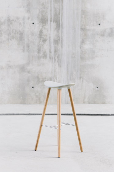 Coma Wood Stool by ENEA | Bar stools