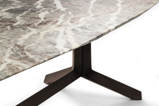 Othello by Poltrona Frau | Dining tables