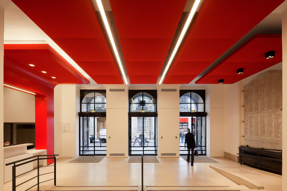 Stereo acoustic panels suspended in clusters by Texaa® | Acoustic ceiling systems