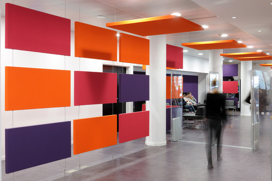 Stereo acoustic panels as partitions de Texaa® | Paneles de techo fonoabsorbentes
