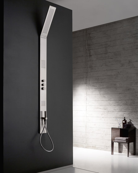 Obliqua by Rubinetterie Zazzeri   Shower controls