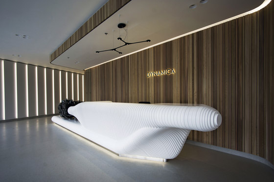Dynamica reception desk von AMOS DESIGN | Theken