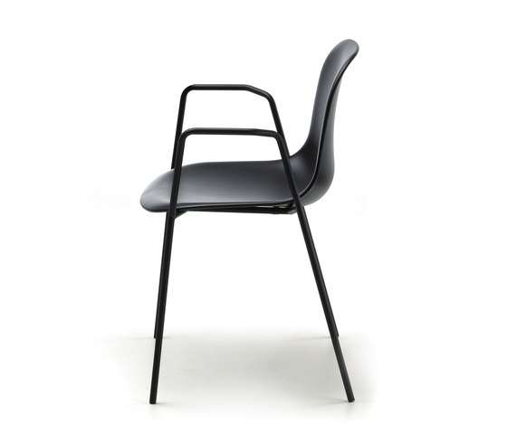 Máni Plastic AR 4L by Arrmet srl | Chairs