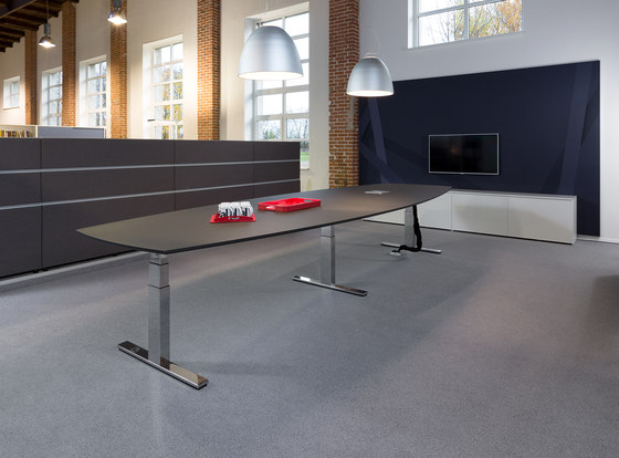 Winea Pro| Conference Table by WINI Büromöbel | Contract tables