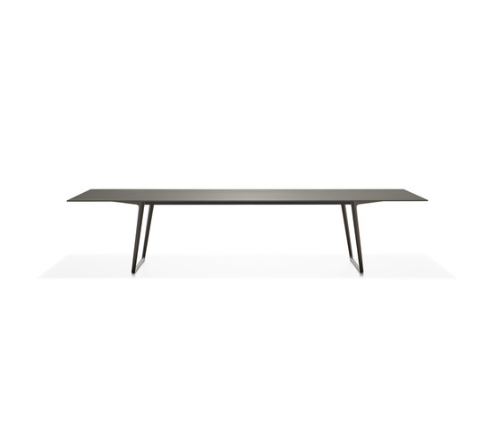 Axy by MDF Italia | Dining tables