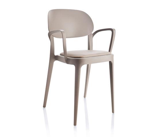 Amy Armlehnstuhl von ALMA Design | Stühle