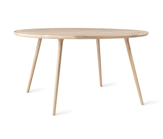 Accent Dining Table - Mat Lacquered Oak - Ø140 by Mater | Dining tables
