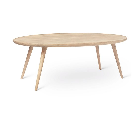 Accent Oval Lounge - Mat Lacquered Oak by Mater | Dining tables