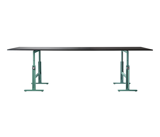 Brut by Magis | Dining tables