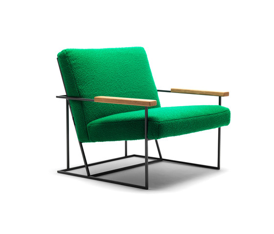 Gotham armchair with oak armrests by Eponimo | Armchairs
