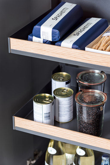 Pleno Hochschrank larder pull-out by peka-system | Kitchen organization