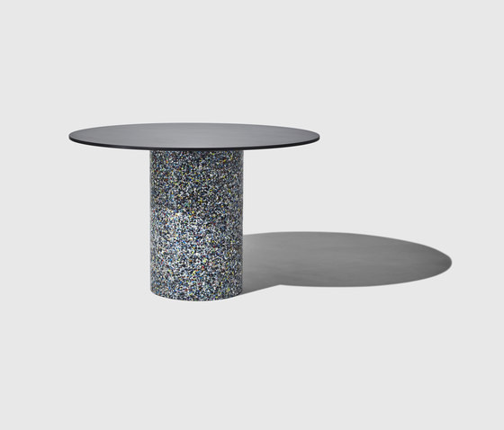 Confetti Round Table de DesignByThem | Tables de repas