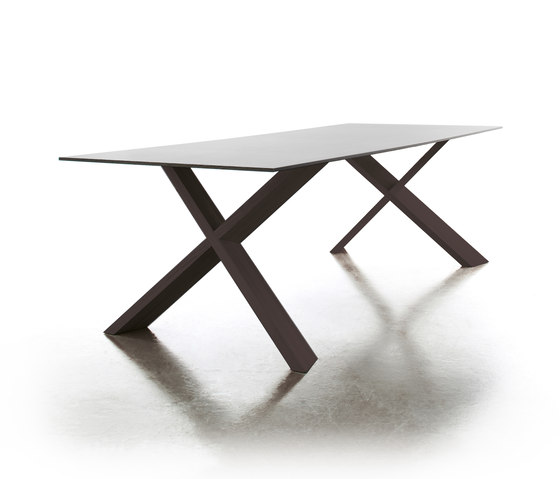 X-Man table by conmoto | Dining tables