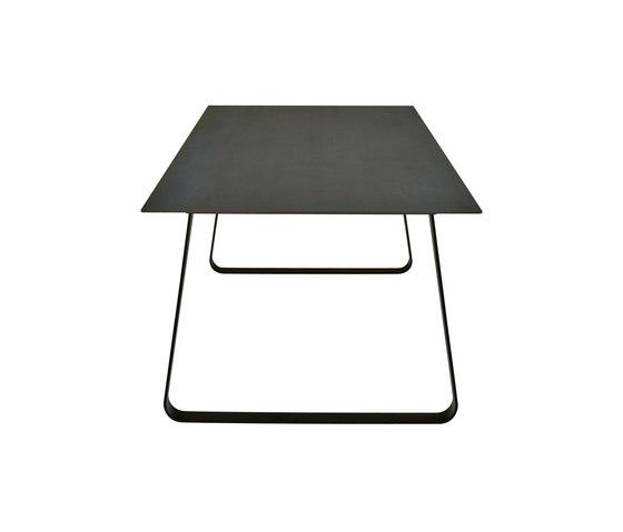 Vilna | Table De Repas Pietement Laque Noir de Ligne Roset | Tables de repas