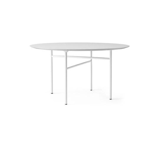 Snaregade Dining Table | Round Ø138 cm Light Grey/Mushroom de MENU | Tables de repas