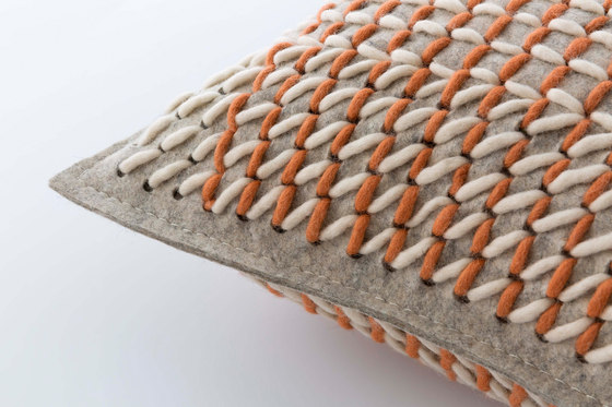Canevas Geo Cushion Coral de GAN | Cojines