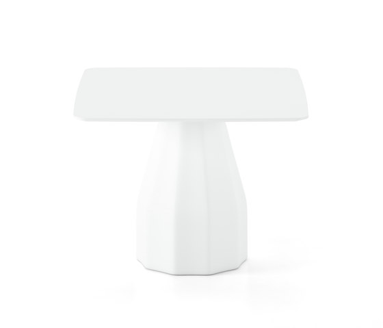 Burin 100x100 by viccarbe | Dining tables