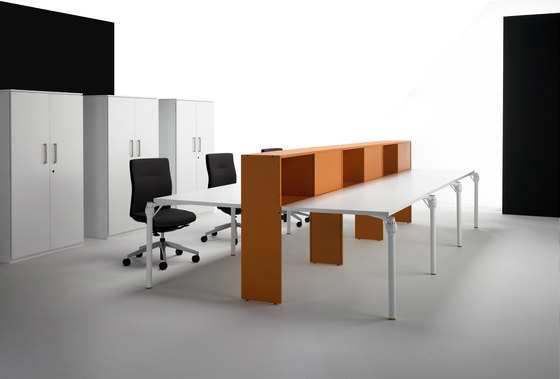 Layer Operative Desking System by Guialmi | Contract tables