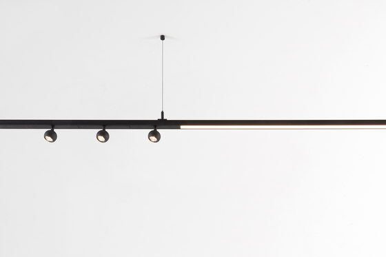 Pista Marbulito | Suspension by Modular Lighting Instruments | Suspended lights