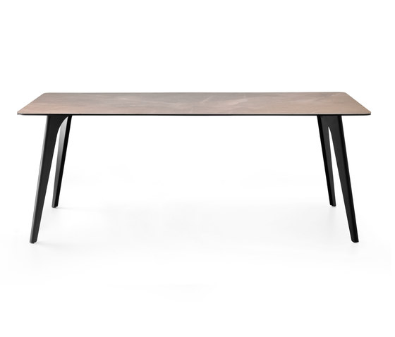 LX643 by Leolux LX | Dining tables