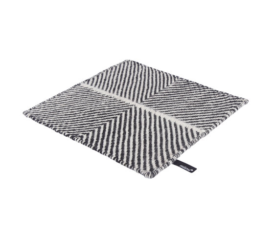 Crosshatch 303 | Black & White de Miinu | Alfombras / Alfombras de diseño