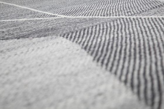 Crosshatch 303 | Black & White von Miinu | Formatteppiche