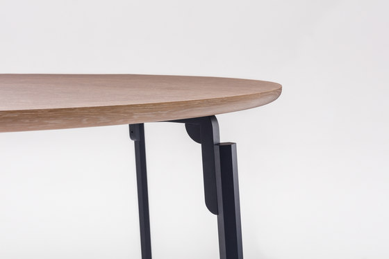 Anvil Table by Comforty | Dining tables