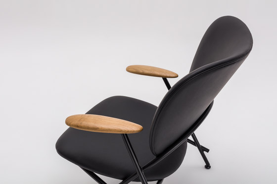 Calder Armchair with wooden armrests von Comforty | Sessel