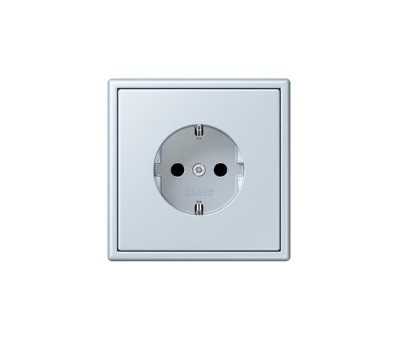 LS 990 in Les Couleurs® Le Corbusier | socket 32023 outremer pâle by JUNG | Schuko sockets