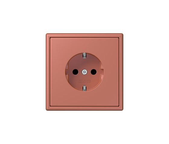 LS 990 in Les Couleurs® Le Corbusier socket 32121 terre sienne brique di JUNG | Prese Schuko