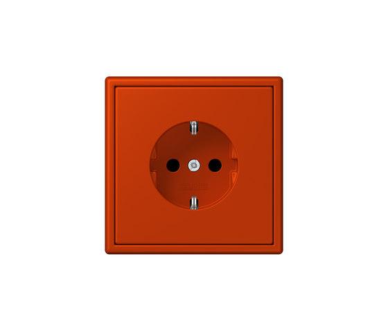 LS 990 in Les Couleurs® Le Corbusier socket 4320A rouge vermillon 59 di JUNG | Prese Schuko