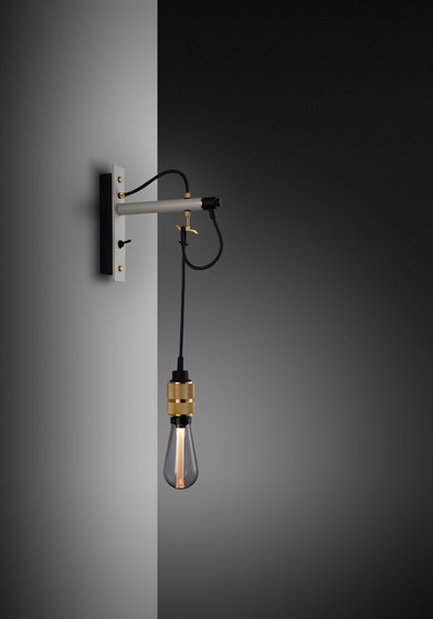 Hooked wall | nude | Stone | Brass di Buster + Punch | Lampade parete