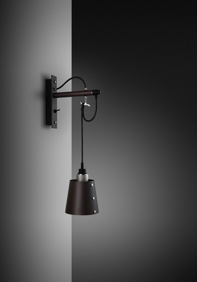 Hooked wall | small | Graphite | Steel di Buster + Punch | Lampade parete
