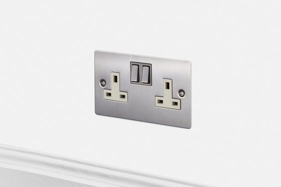 Electricity | 2G UK Socket | Steel di Buster + Punch | Prese inglesi