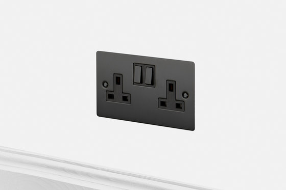 Electricity | 2G UK Socket | Black di Buster + Punch | Prese inglesi