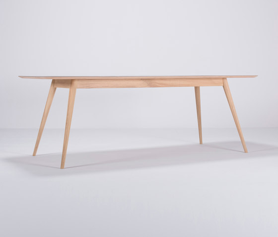 Linn table | 220x90 de Gazzda | Tables de repas