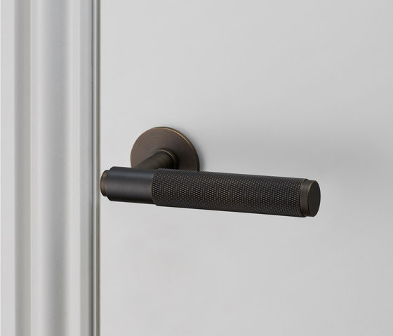 Door Lever Handle | Smoked Bronze de Buster + Punch | Poignées de porte
