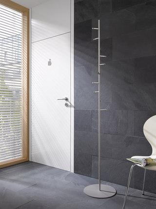 garderobenst nder mit spiralf rmig angeordneten haken phos design. Black Bedroom Furniture Sets. Home Design Ideas