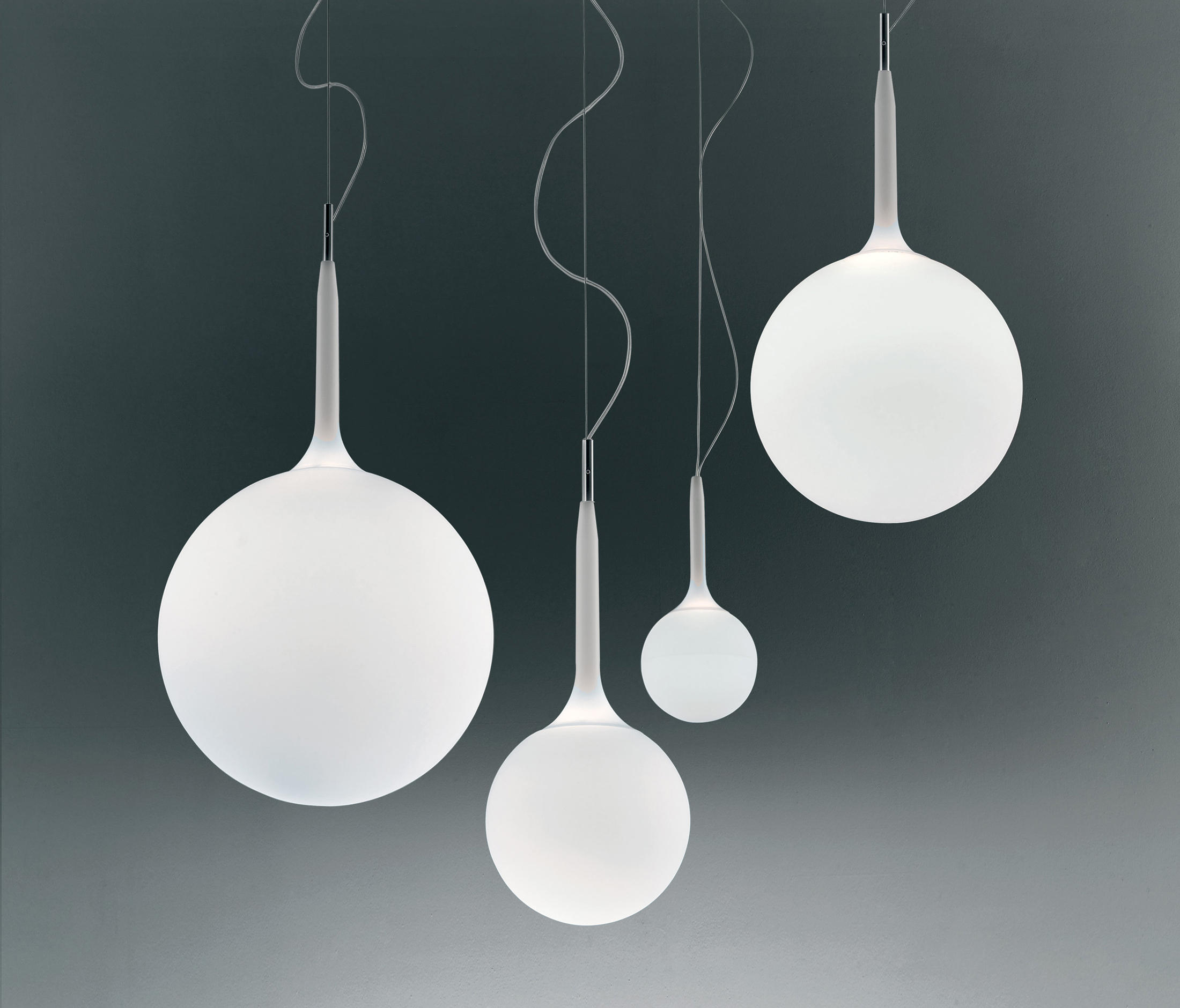 Castore suspension lamp general lighting from artemide for Suspension 4 lampes