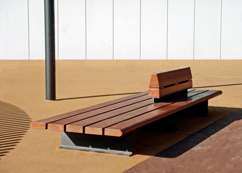 Banco Exterior: COMUNITARIO - Exterior Benches From Santa & Cole