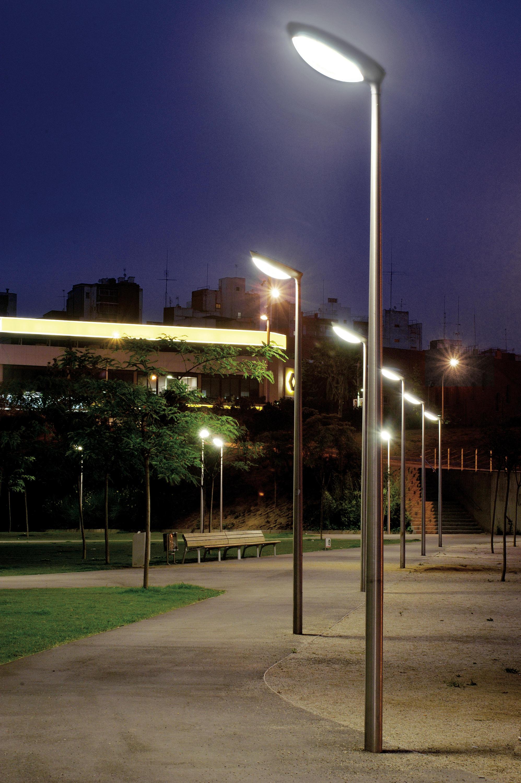 Diorama street lights from santa cole architonic - Iluminacion exterior led solar ...