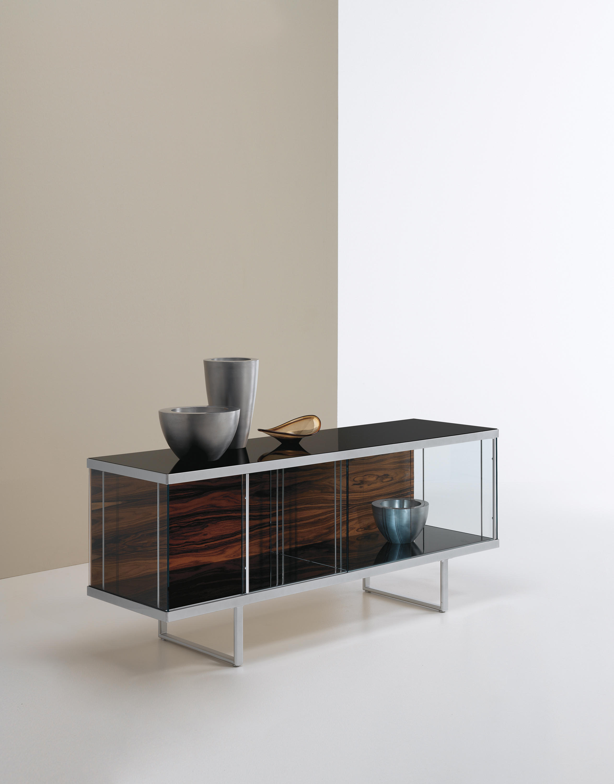 Research and select Home furniture from Tonelli online | Architonic - Broadway low | Display cabinets | Tonelli